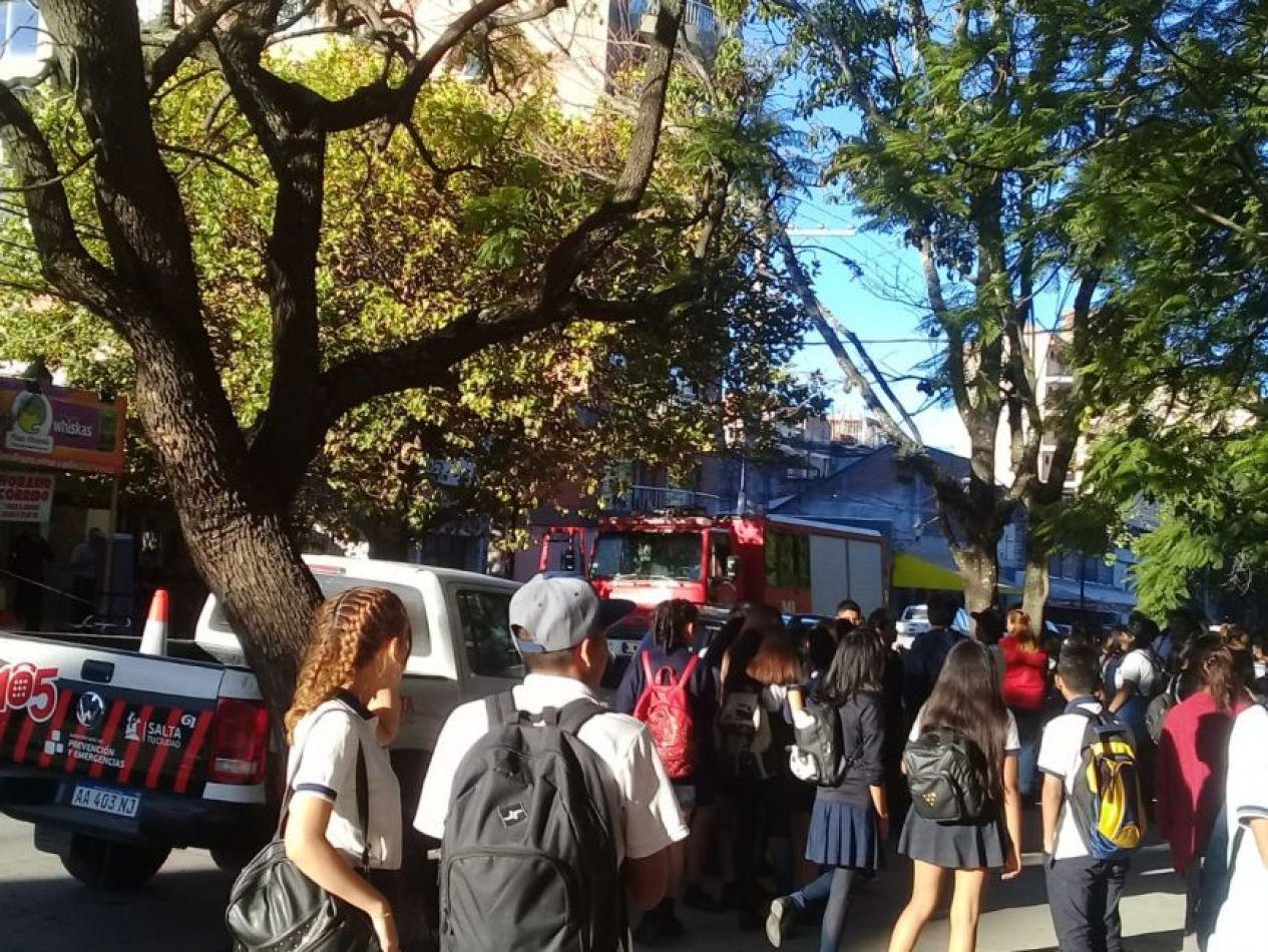 Cayó el techo del Colegio 20 de Febrero y hay alumnos lesionados