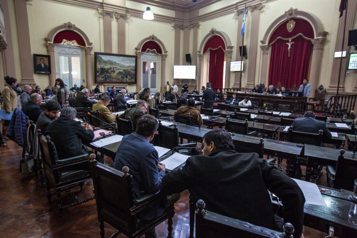 Media sanción para la ley que prohíbe la entrada a los estadios de fútbol a deudores morosos