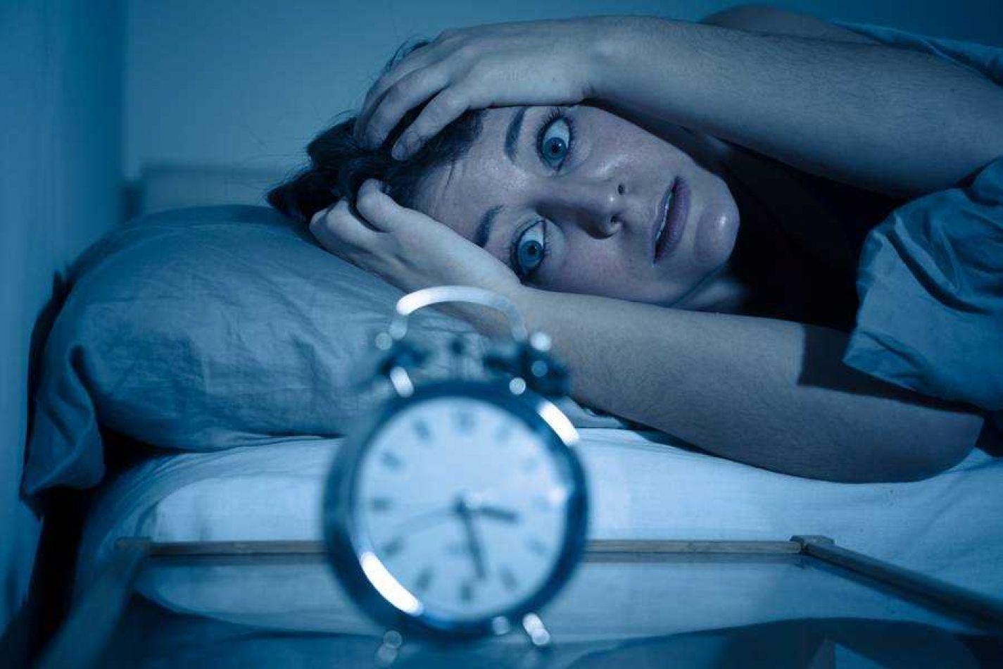 El insomnio está relacionado a los ataques cardíacos y los ACV