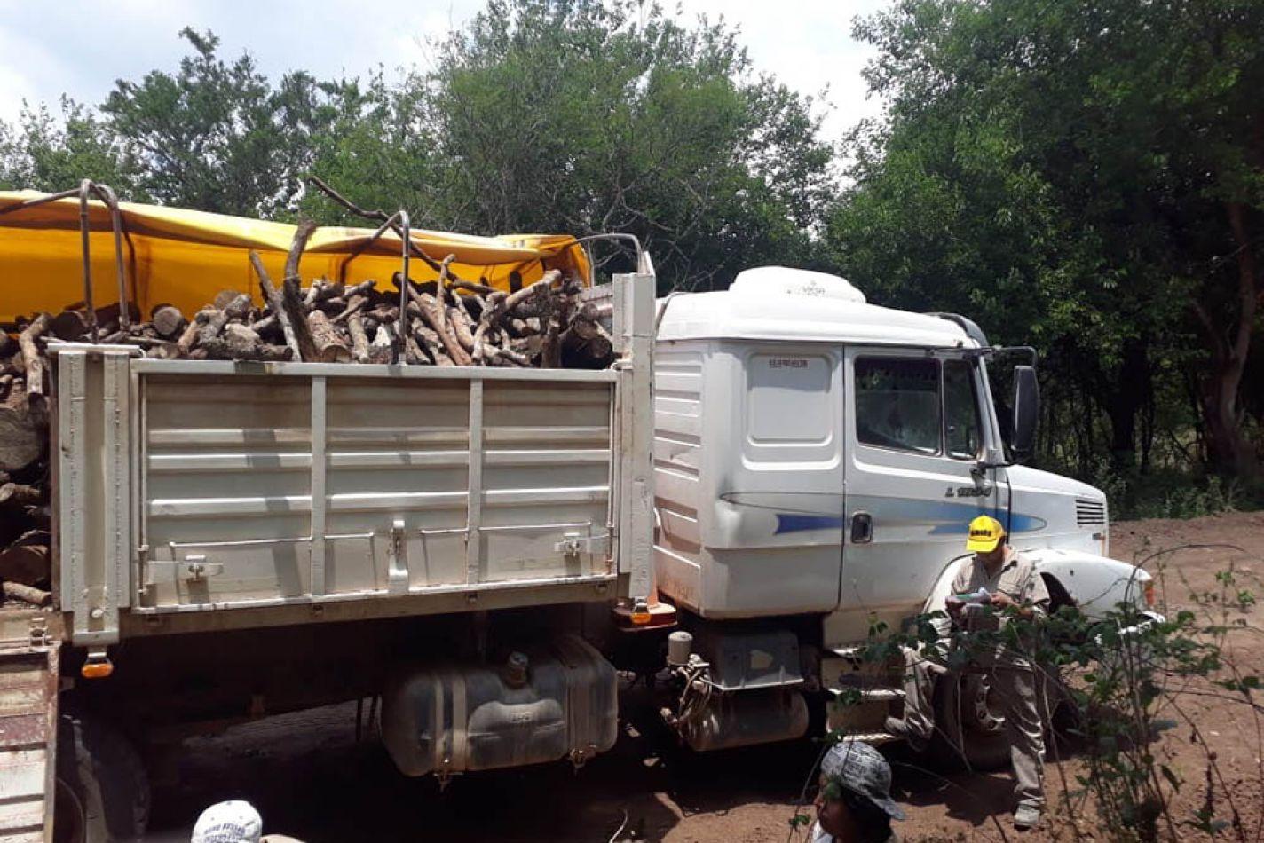 Entregaron donaciones de leña a familias de la Puna salteña