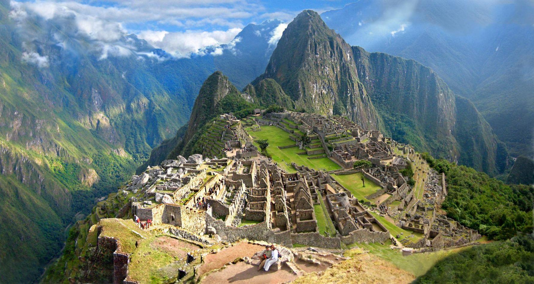 Detienen a dos turistas argentinos que causaron destrozos en Machu Pichu