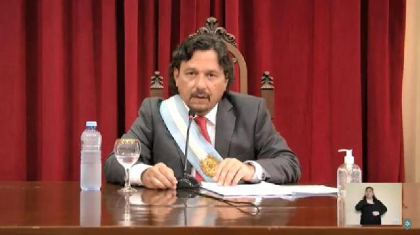 Sin grandes anuncios, y apostando al trabajo en equipo, Sáenz inauguró las sesiones legislativas en Salta