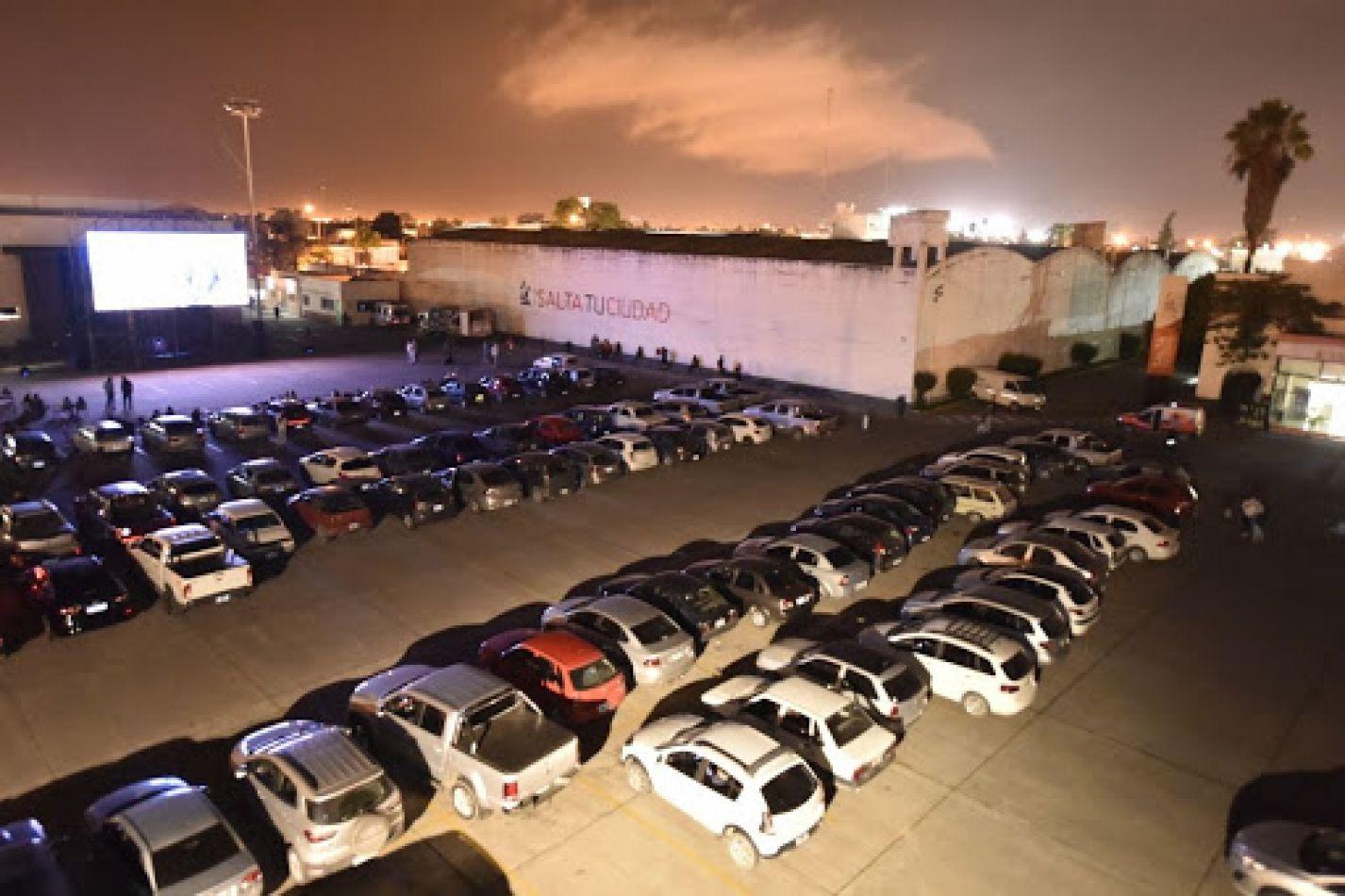 Autocine en Salta: ante la falta de salas, el Concejo aprobó un proyecto para espectáculos callejeros