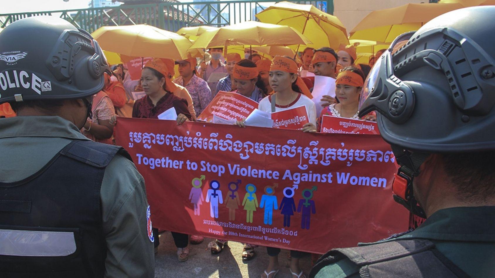 En Camboya quieren criminalizar mujeres por el uso de prendas de ropa