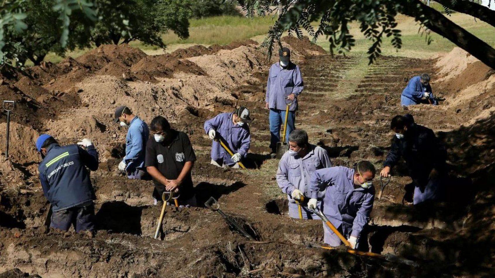 """""""Antibarbijos"""" deberán cavar tumbas para los muertos por coronavirus"""