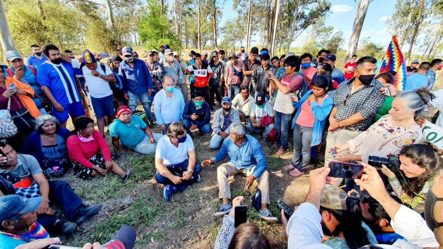 Sáenz fue a interceptar la marcha histórica de comunidades originarias