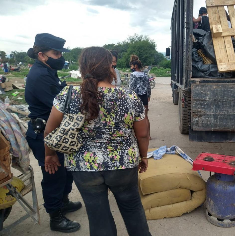 Tras más de 8 meses se retiraron las familias del asentamiento de atrás a Parque La Vega