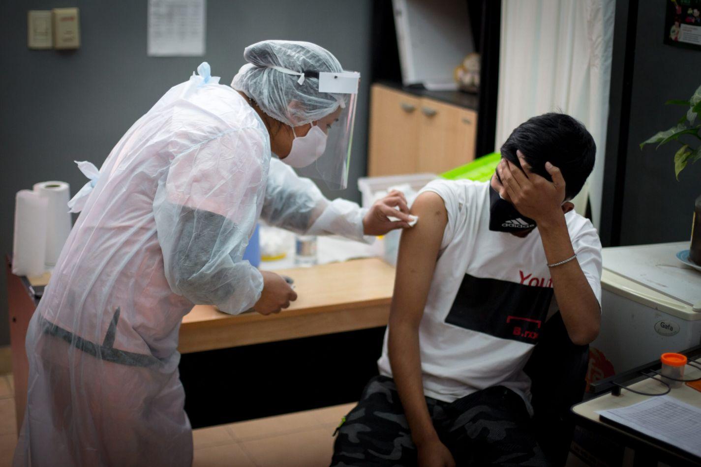 Vacunación de docentes: los primeros en vacunarse serán directivos, supervisores y luego nivel inicial y primeros grados