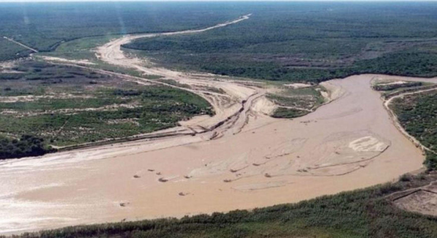 Un pescador intentó cruzar nadando el río Pilcomayo y nunca salió
