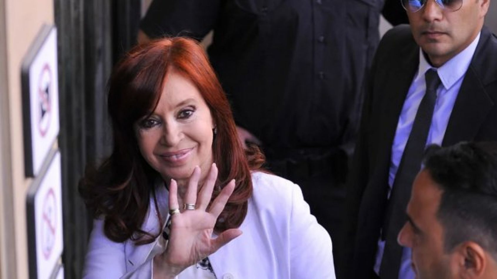 Alberto viaja, Cristina a la presidencia