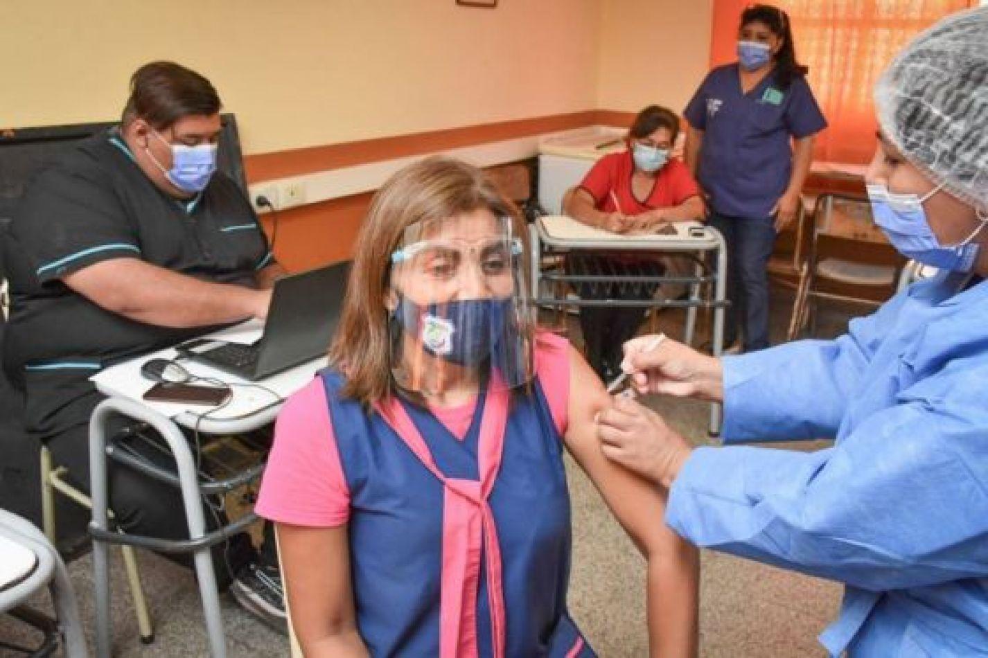 Docentes podrán vacunarse en cualquier servicio de salud de la provincia sin turno previo