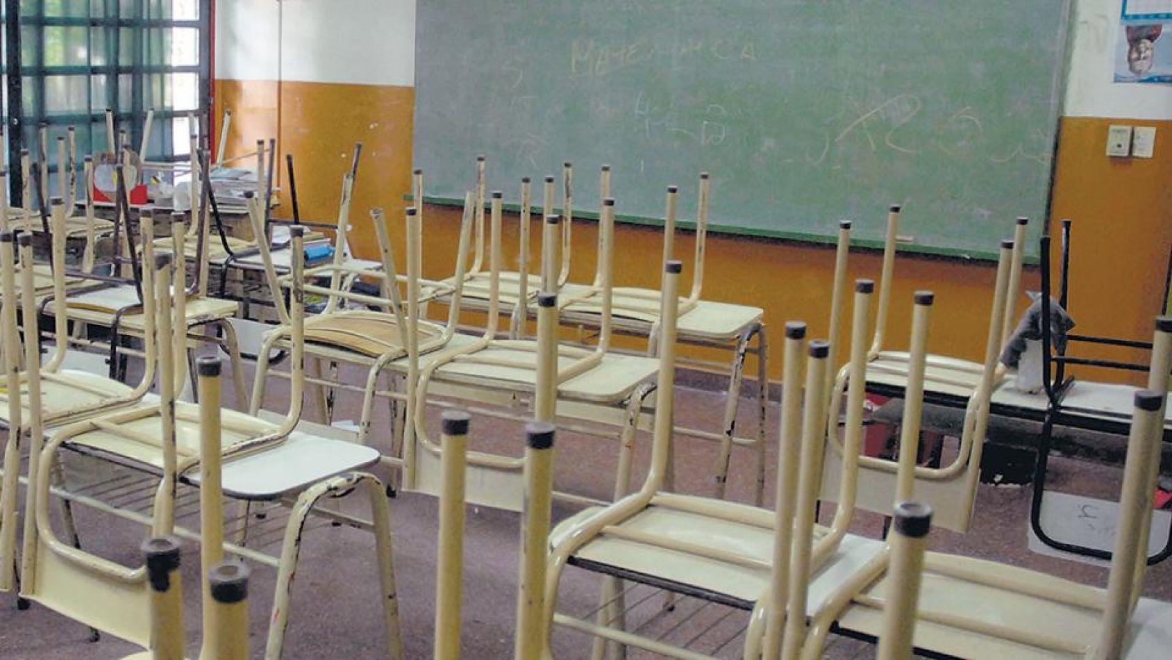 Docentes autoconvocados de Orán paran por los problemas sanitarios en la ciudad