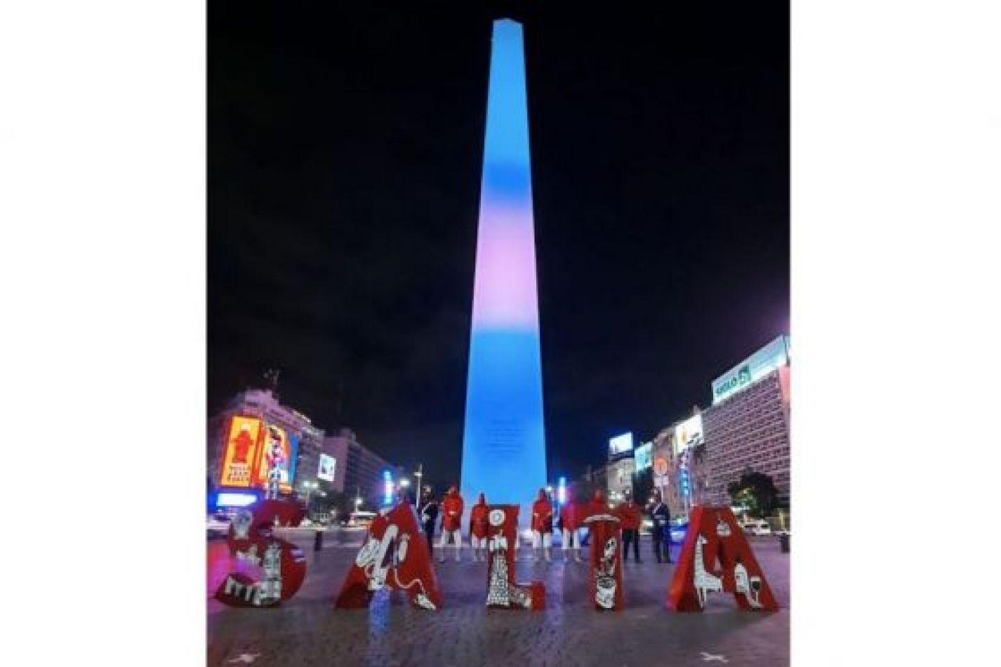 En honor a Güemes, el Obelisco fue iluminado