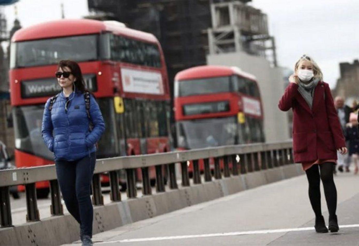 Reino Unido analiza eliminar la cuarentena obligatoria a extranjeros