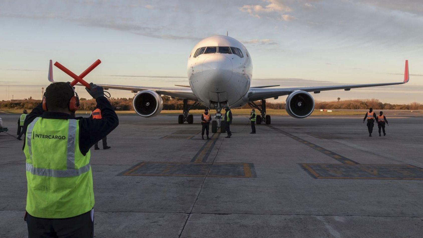 Llegó otro cargamento con 800.000 dosis de AstraZeneca al país
