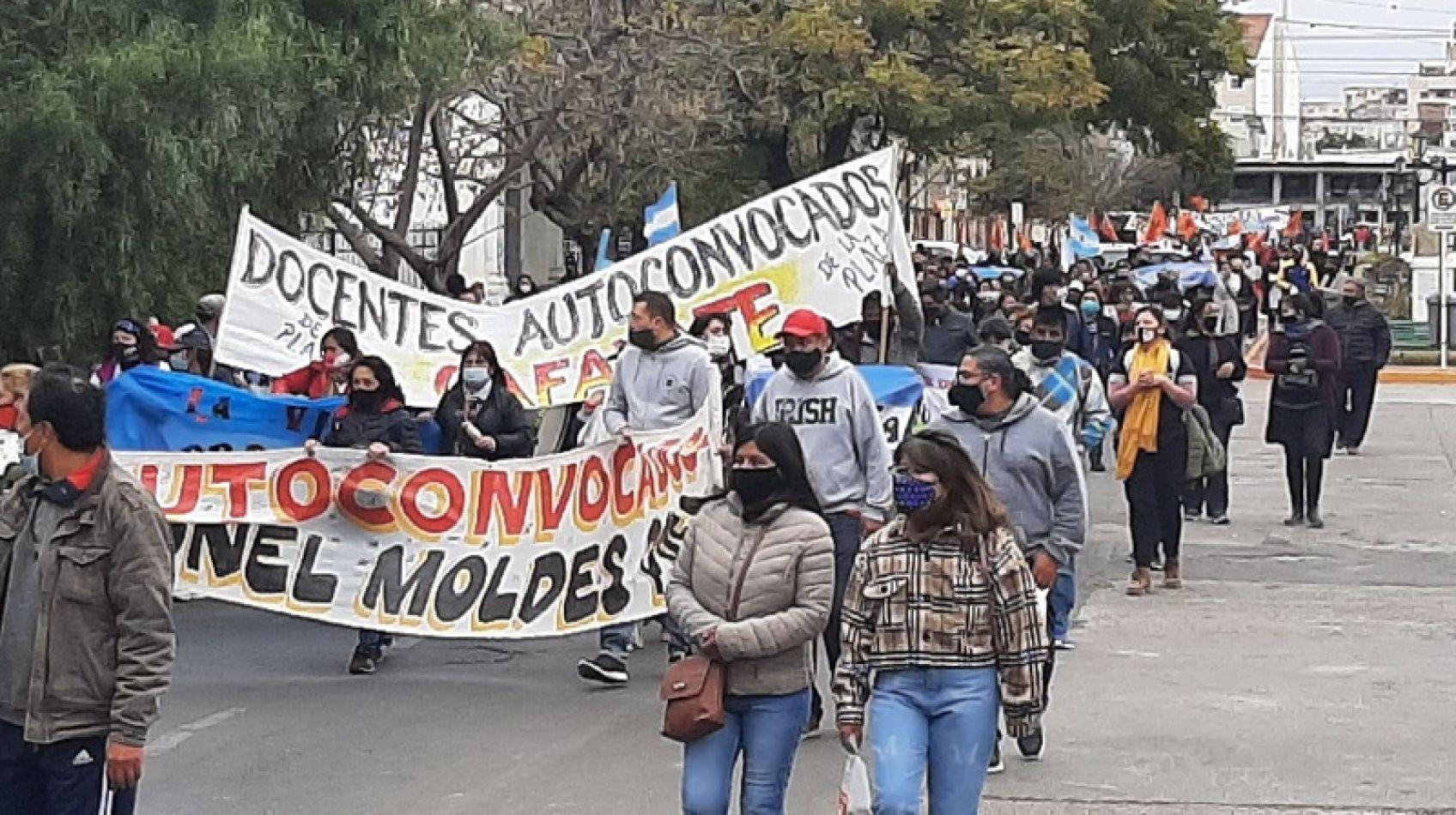 """Marcha provincial docente: en medio de una campaña política, algunos medios """"ignoraron"""" el reclamos de los docentes"""
