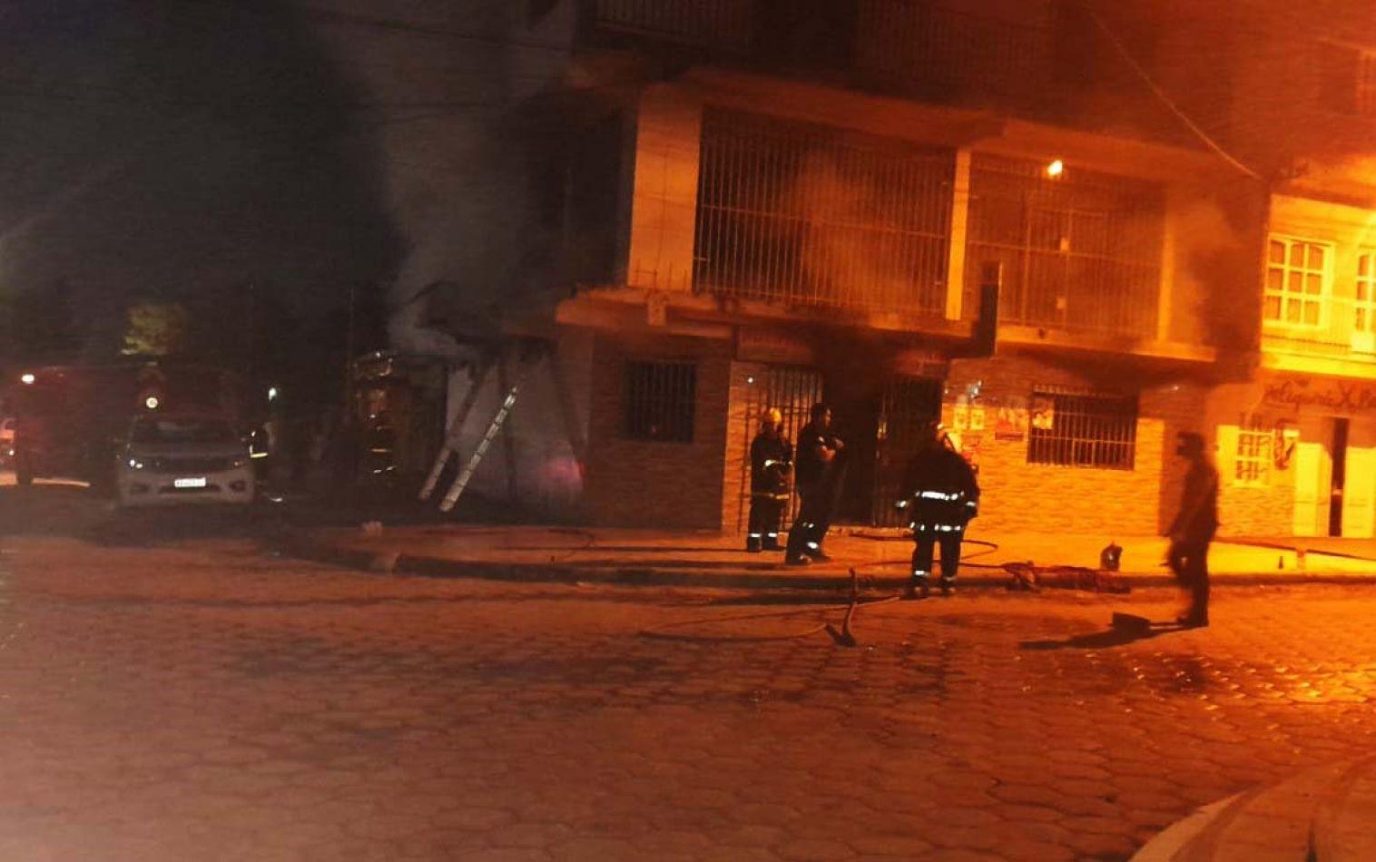 Policías salvaron la vida de una familia de un incendio en Salta