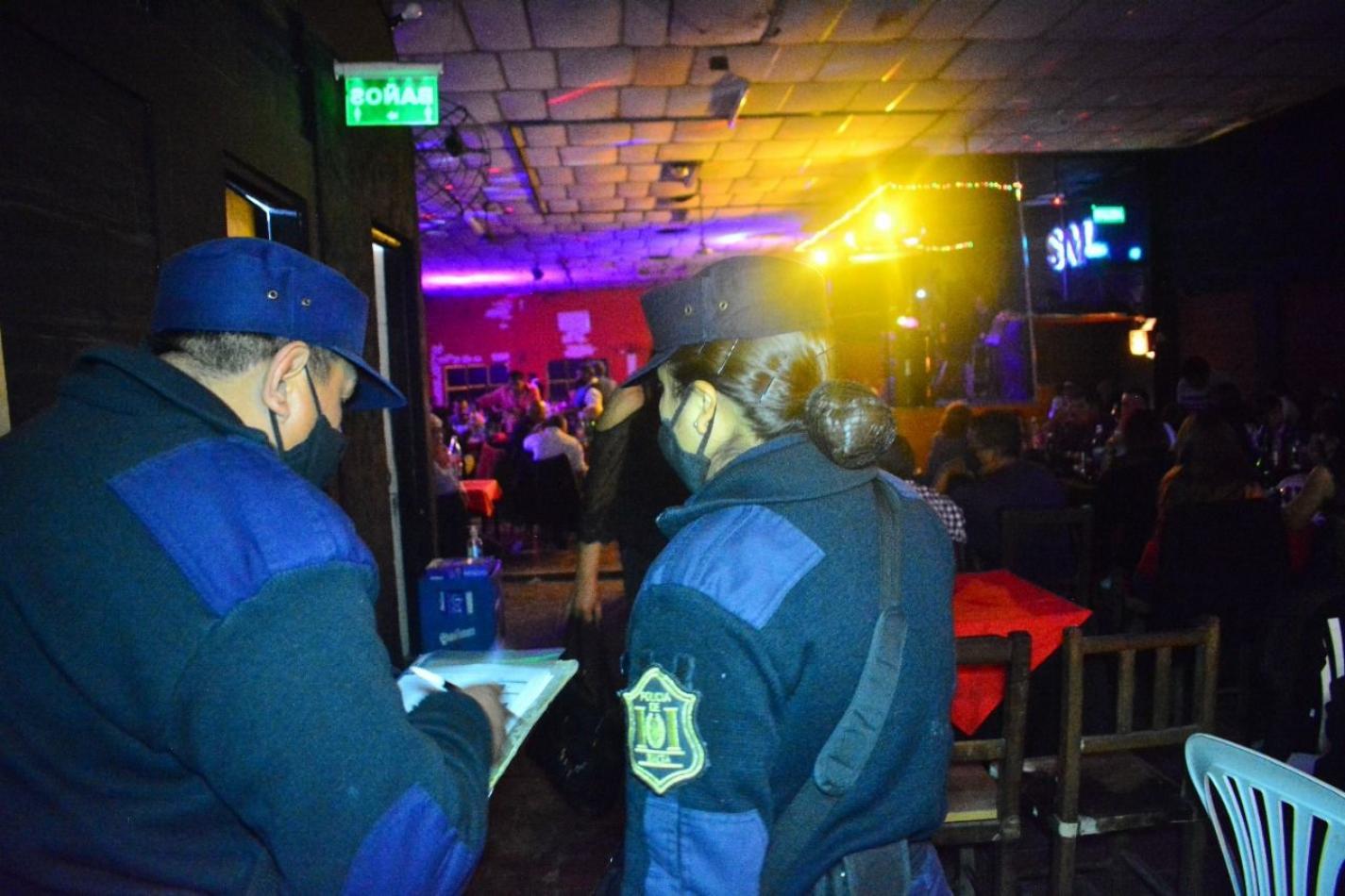 Clausuran 9 fiestas clandestinas durante la noche salteña