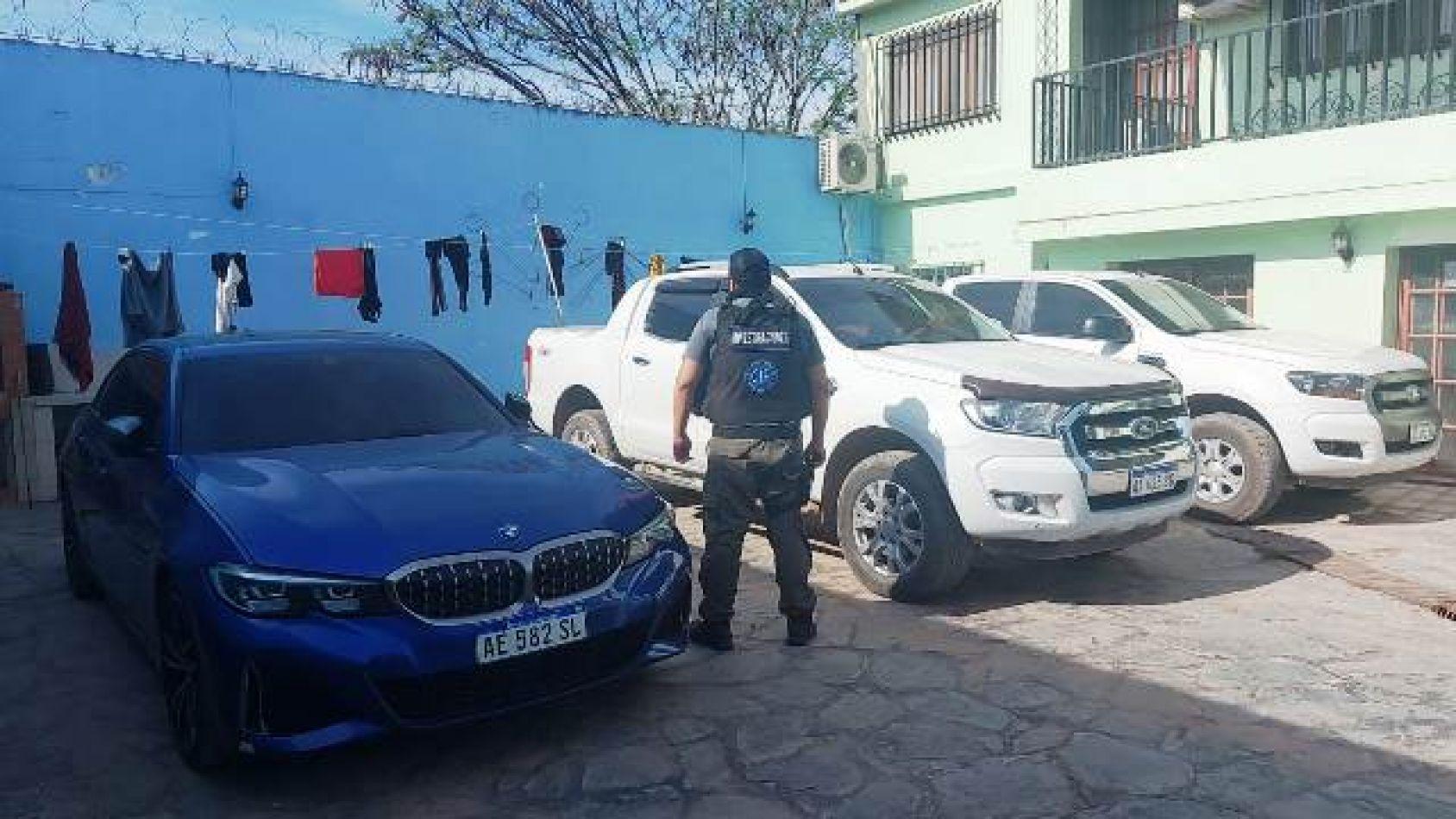 Escándalo en Salvador Mazza: allanaron la casa del Intendente y secuestraron vehículos de alta gama, dinero y armas